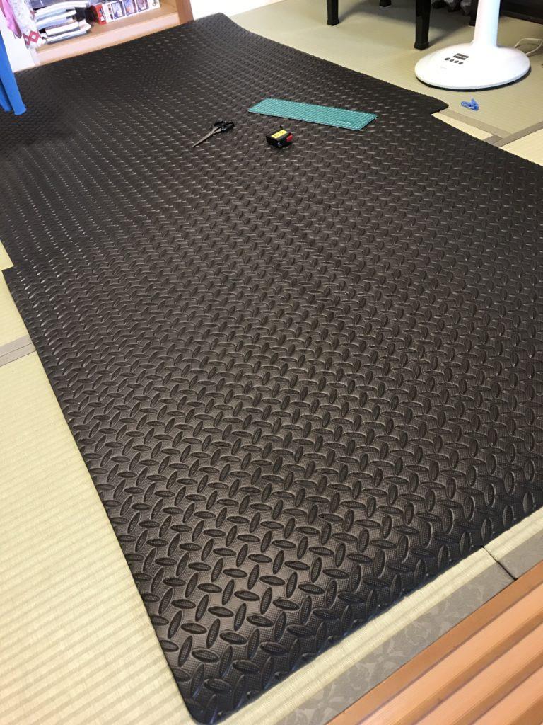 ラゲッジトレイの材料となるマット