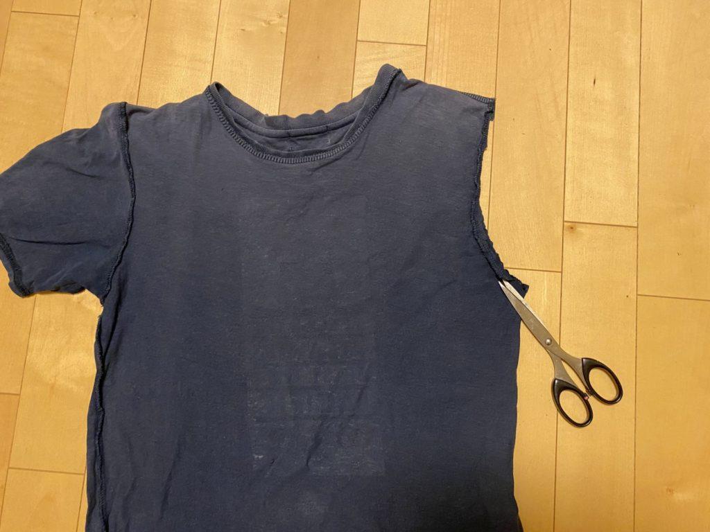 Tシャツをカット